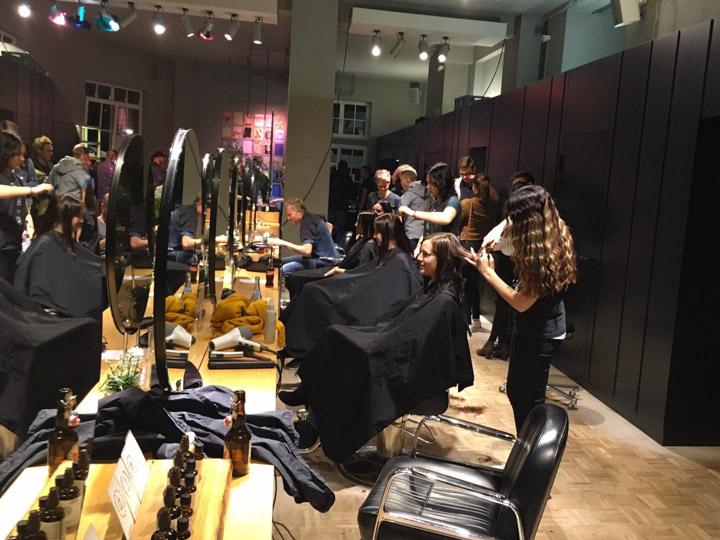 Earth Month 2016: barbers sammelt  2517,- € Spenden für Nepal!